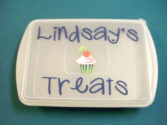 Personalized Vinl Decal with cupcake or cake for cake pans.