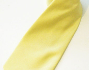 Mens Ties. Light Yellow Silk Mens Necktie