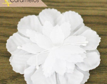 CLEARANCE! 6 White Fabric Millinery Carnation Flat Flowers