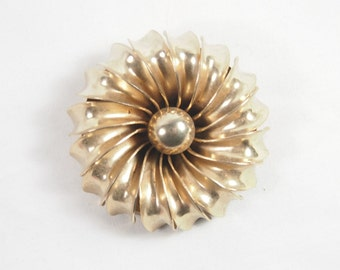 Vintage 60s Gold Tone Chunky Flower Brooch Jewelry