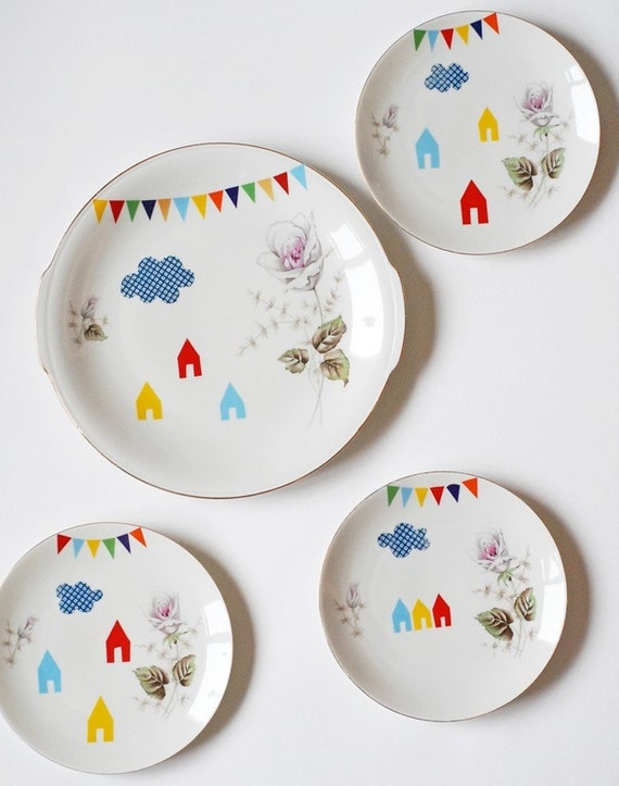 SALE Lovely set of a large cake plate and three smaller ones