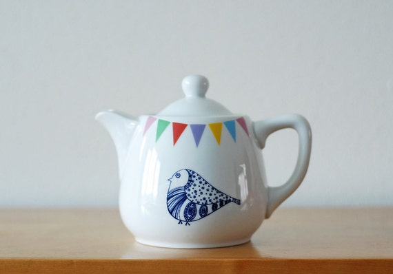 Small sized lovebirds teapot
