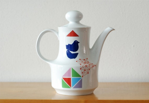Large birds and triangles teapot