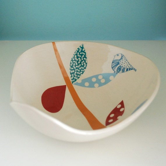 A bird on the leaves bowl