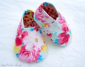 Bouquet of Fresh Flowers for Baby Shoes Booties