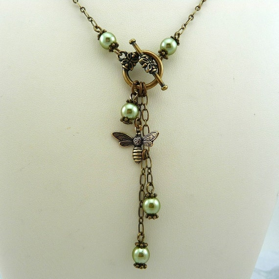 Green Pearl Bee Lariat Necklace