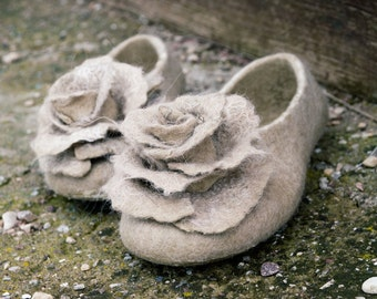 Felt slippers Women home shoes with roses Beige Black Gray Organic wool Gift for her