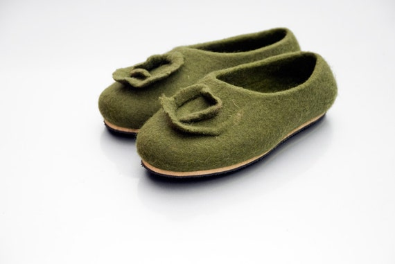 Women house shoes, Natural felted wool slippers OLIVE, tradicional felt wool valenki