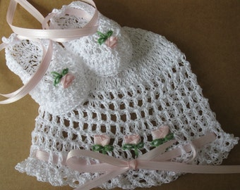 Crochet Newborn Infant Baby Girl Hat and Booties Set Christening Baptism Reborn White Knit Baby Hat Booties with Pink Roses Infant Bonnet