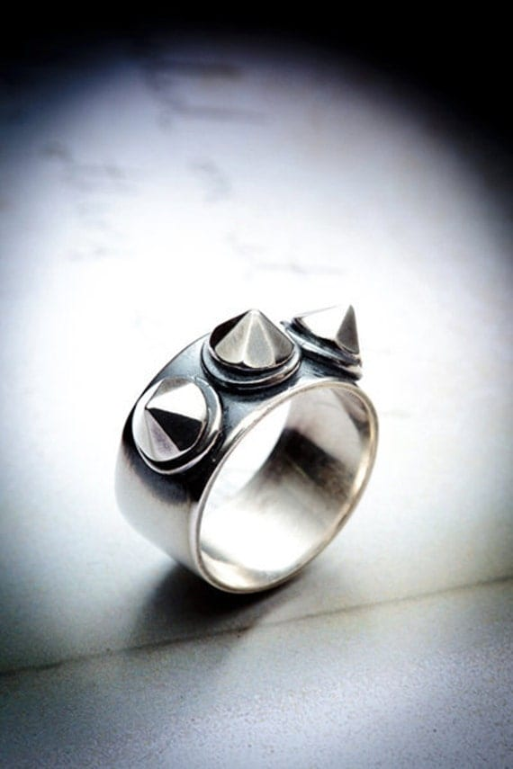 DESTROY 3 spike studded silver ring