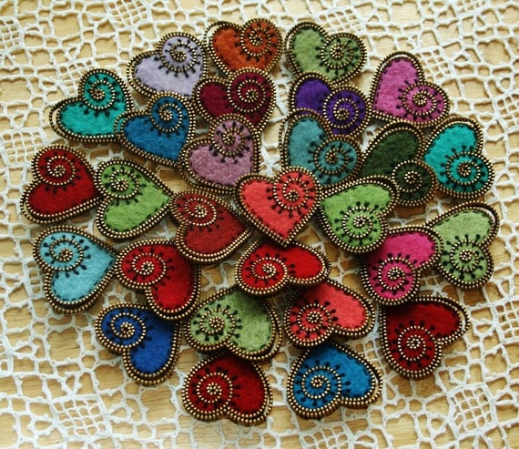 Tutorial for making a felt and zipper heart brooch PDF