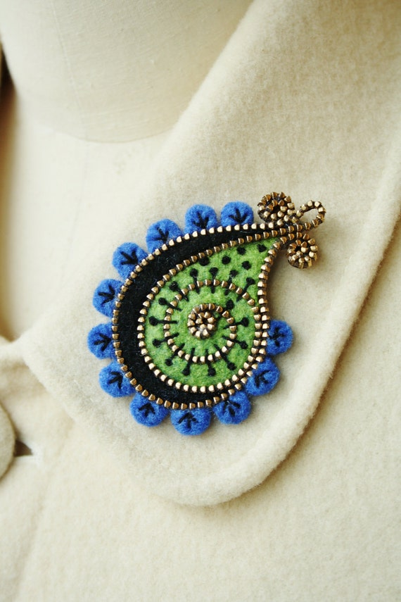 Felt and zipper paisley brooch
