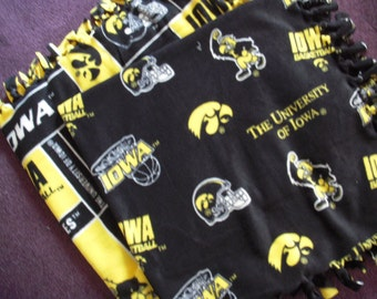Iowa Hawkeyes NoSew Fleece Blanket