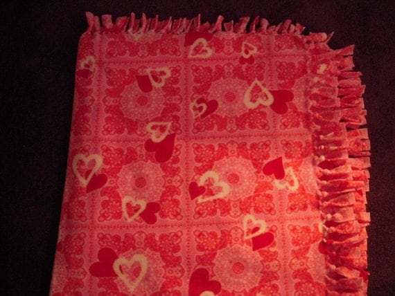 Heart No-Sew Fleece Blanket