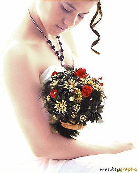 NEW- BLACK DAISIES- Vintage inspired bridal brooch bouquet