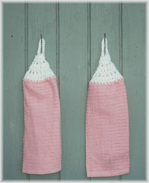 Hanging Kitchen Towels Pink and White  Looped No Button Matching Pair item no 52