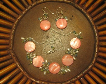 Peachy Pink Shell Necklace & Earring Set W/Pearl, Crystal, Peridot Wrapped Accents