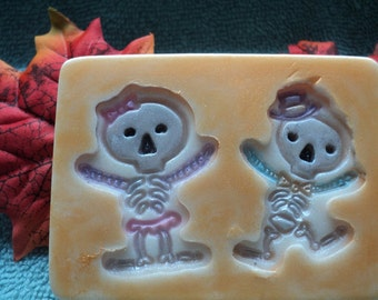 Skeleton Couple Soap - Halloween Soap, Party Favor, Skeletons, Skeleton,Decorative Soap, Zoombies, Party Favor, Bones, Skeletal