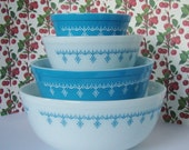 Vintage Pyrex Snowflake Blue Mixing Bowl Set
