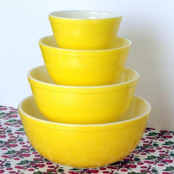 Vintage Sunshine Yellow Pyrex Bowl Complete Set