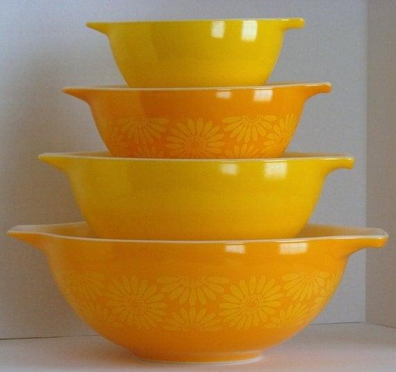 Vintage Pyrex Yellow Daisy Cinderella Bowl Set