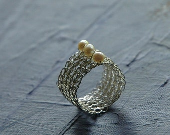 PEARL - A silver crochet ring with pearls , June birthstone , unique band ring , 3 pearls ring