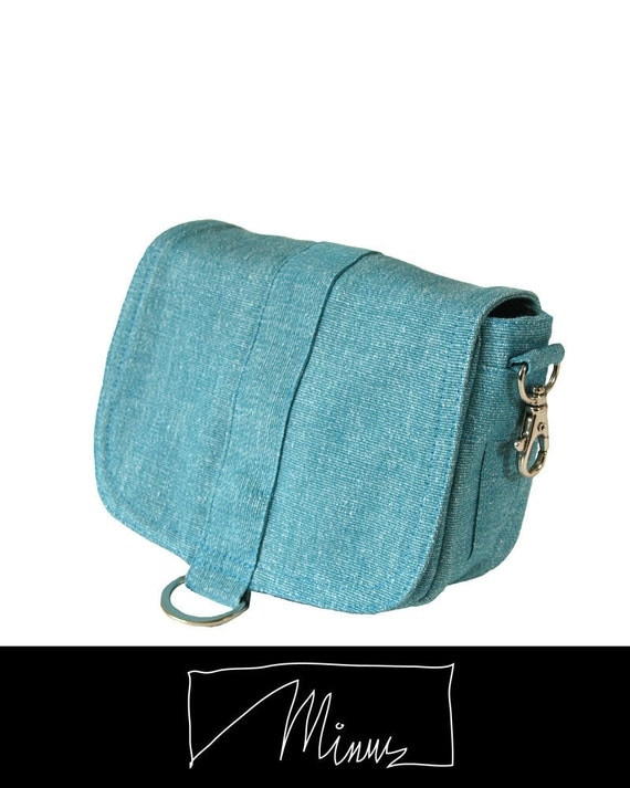 Saddle pouch in azure ribbed canvas