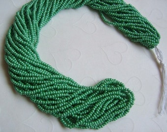 One hank of Czech Luster Green seed beads - 0419 size 11