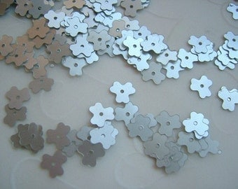 7g of 7 mm Triangle Flower Sequins in Stain Silver Color (approximately 725 ct.)
