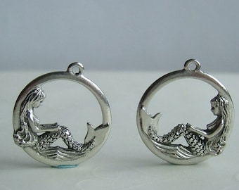 4 pieces of Antique Silver Double Sided Mermaid Pewter Pendants -- 25x22 mm