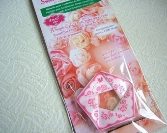 1 pack of Clover Sweet Heart Rose Maker -- Small Size