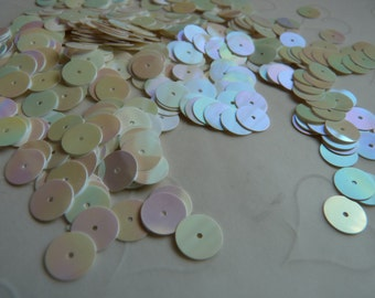 7g of 8 mm Flat Round Sequins in Iridescent Cream Color