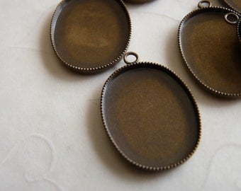 4 pieces of Antique Brass Plated Serrated Edge Cabochon Pendant Settings, fit 40x30 mm oval