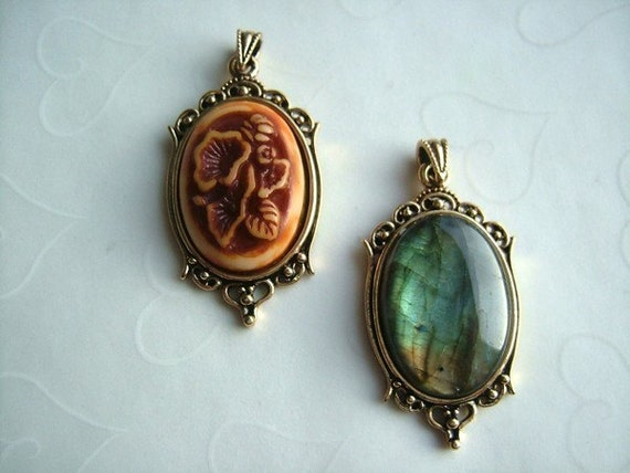 3 pieces of Classic Antique GOLD Plated Cabochon Pendant Settings, fits 25x18 mm oval