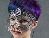 Muse leather mask in silver