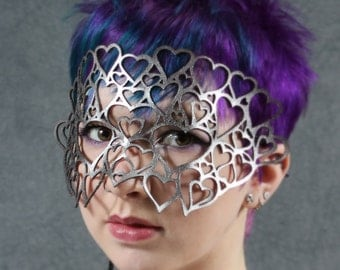 Hearts leather mask in silver