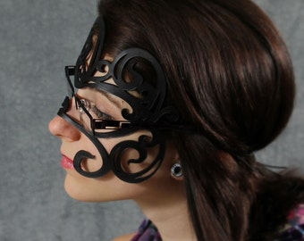 Swirly leather mask in black for glasses