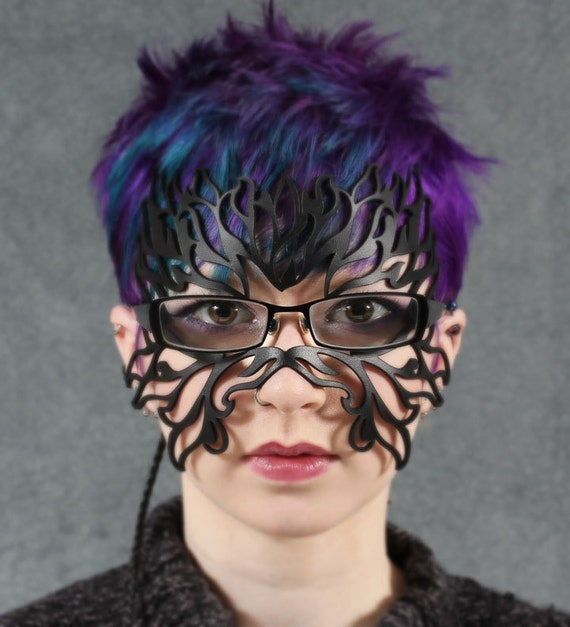 Filigree Flame leather mask in black for eyeglasses