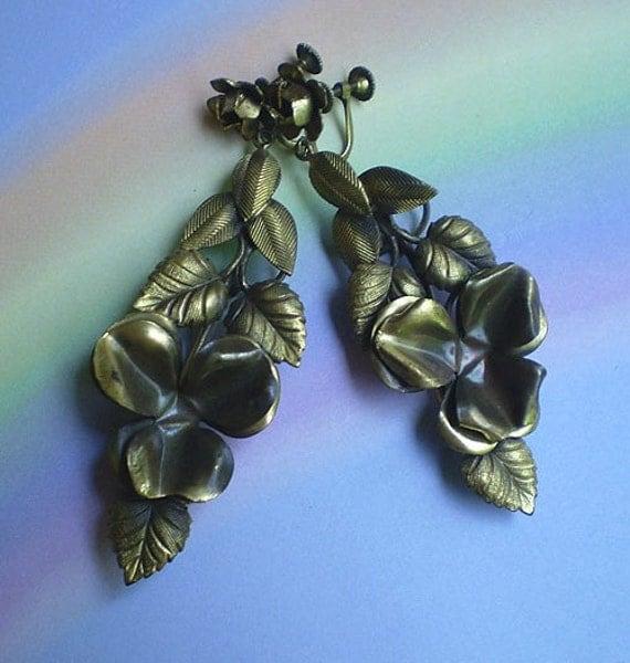 Vintage 30s Bohemian Floral Earrings