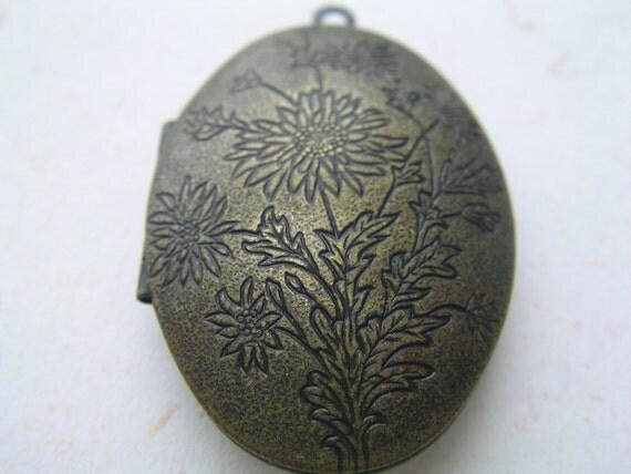 ON SALE - 2 x Oval Shape Brass Flower Locket