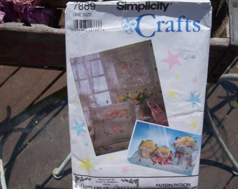 Vintage Simplicity Craft Pattern n 7889 for a Wall Quilt, Pillow and Two Dolls Uncut