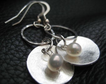 matte silver disc and pearl earrings