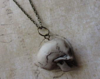 Mourning - Skull profile necklace