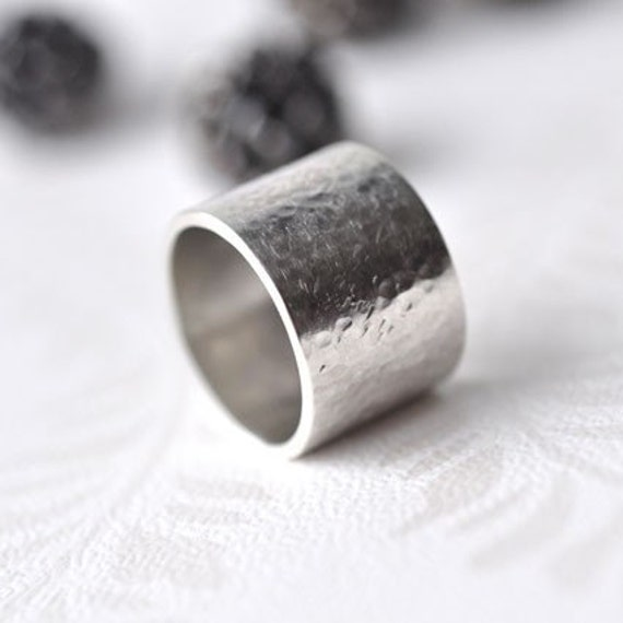 Thick wide band ring - sterling silver - hammered - size 7,5