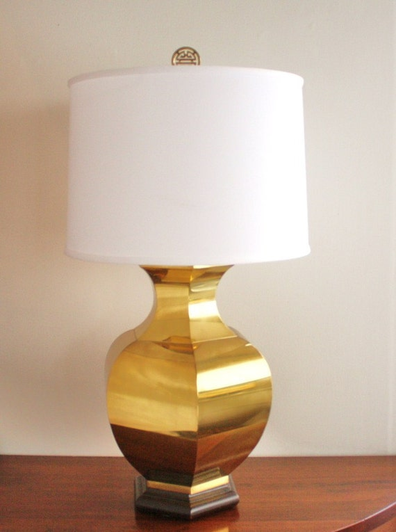 Vintage brass table lamp with Asian finial