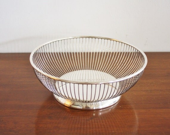 1956 Yacht Club silver plated round wire basket or fruit bowl