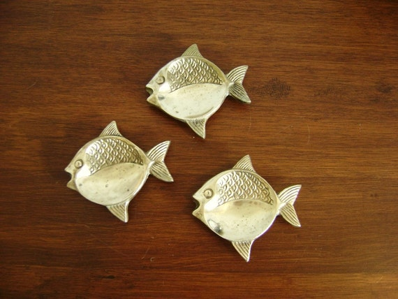 Set of 3 vintage brass fish dishes