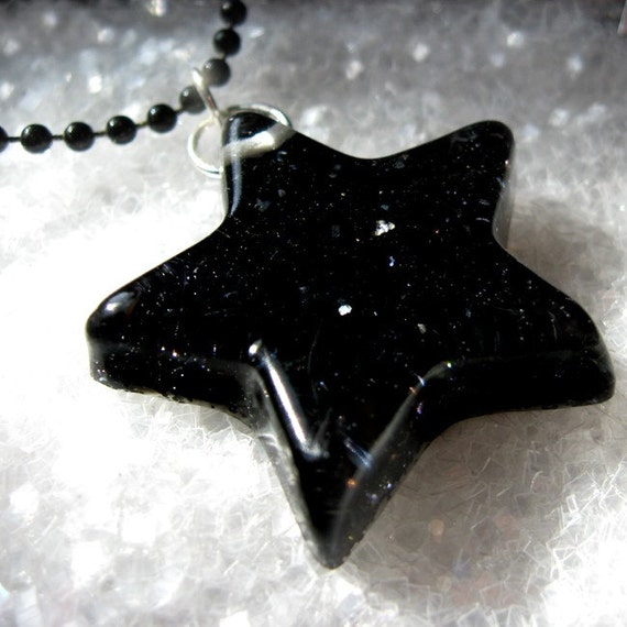 Black Star Necklace hand made with resin and glitter by isewcute