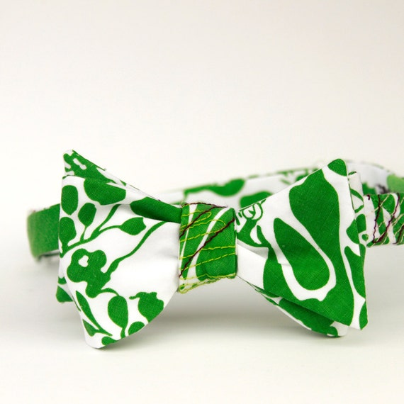 Hawaiian freestyle bow tie in grassy green