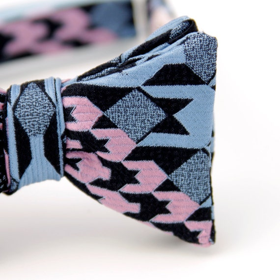 black friday/cyber monday sale-cool houndstooth freestyle bow tie